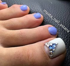 White-Blue-Rhinestone Toe NailArt