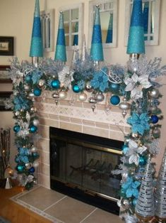 Here are best Blue Christmas Decor Ideas. From Blue Christmas Trees to Blue Christmas Home Decors to Turquoise decor to teal decor ideas / inspo are here. Blue Christmas Decor, Christmas Mantels, Elegant Christmas, Christmas Home, White Christmas, Turquoise Christmas Decorations, Christmas Garlands, Frozen Christmas Tree, Silver Decorations