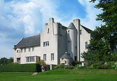 Charles Rennie Mackintosh, Hill House, Helensburgh, near Glasgow Architecture Design, British Architecture, Art Nouveau Architecture, Charles Rennie Mackintosh Designs, Charles Mackintosh, William Morris, Glasgow School Of Art, Arts And Crafts House, Walter Gropius
