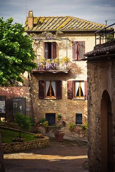 Balcony, Monticchiello, Tuscany, Italy photo via ashley