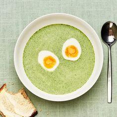 Spenatsoppa med ägg och bondbröd | Recept ICA.se Raw Cake, Blenders, Kombucha, Raw Vegan, Avocado Toast, Sprouts, Great Recipes, Protein, Eggs