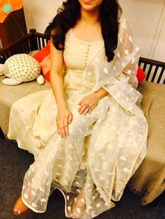white is the new black. Kurta Designs Women, Kurti Neck Designs, Kurti Designs Party Wear, Salwar Designs, Blouse Designs, Indian Attire, Indian Wear, Indian Outfits, Indian Dresses
