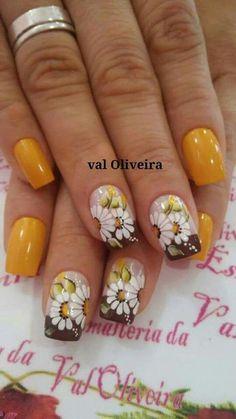 Sensational Winter Nail Colors to Make You Feel Warm Nail Art Designs, Fingernail Designs, Fancy Nails, Cute Nails, Pretty Nails, Floral Nail Art, Boxing Day, Yellow Nails, Halloween Nail Art