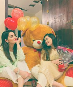 Birthday Celebration - Aiman Khan and Minal Khan Celebrated Her Birthday With Friends & Family Stylish Girls Photos, Stylish Girl Pic, Girl Photo Poses, Girl Photos, Friend Poses Photography, Children Photography, Sister Poses, Sibling Poses, Newborn Poses