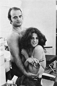 John Belushi & Gilda Radner - from Saturday Night Live - Two people gone too soon, for very different reasons. Gilda Radner, It's All Happening, The Blues Brothers, Gone Too Soon, Saturday Night Live, Star Wars, Old Tv, Funny People, Funny Guys