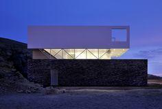 Residencia minimalista en la costa peruana, por Javier Artadi   Interiores Minimalistas