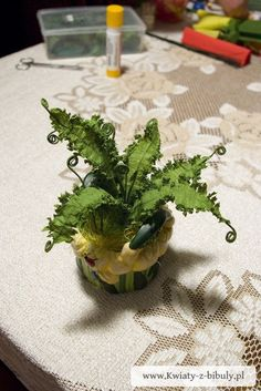 CREPE PAPER FERN DIY: MADE WITH CREPE PAPER AND WIRES, LOVE THIS!!!  Installation Instructions ferns paper