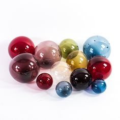 Auktion | Solbollar av Timo Sarpaneva | Stockholms Auktionsverk Online | 650490 Glass Design, Design Art, Bude, New Pins, Finland, Glass Art, Objects