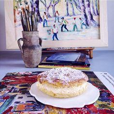 """Stiamo entrando nel giusto mood! St. Tropez tra poco arriviamoooo! (Sto contando i giorni)!! """"La Petanque"""" il mitico e antichissimo gioco delle bocce provenzale è il titolo del mio dipinto e la torta è naturalmente la Tarte Tropezienne"""