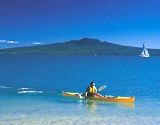 New Zealand Backpacking Trips Canoeing, Kayaking, New Zealand Beach, Working Holiday Visa, Seaside Art, Backpacking Trips, Amazing Adventures, Sport, Auckland