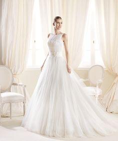 O rochie fermecător de graţioasă, din colecţia La Sposa: http://www.cristalmariage.ro/colectia-2014/la-sposa/colectia/mostan