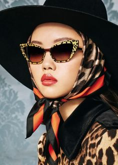 Dolce & Gabbana F/W Animal Collection Dolce & Gabbana, Sunnies, Sunglasses, How To Wear Scarves, Mode Hijab, Looks Cool, Courses, Scarf Styles, Fashion 2020