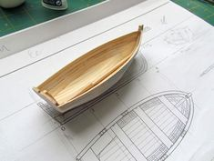 Wooden Model Boats, Wooden Boats, Model Ship Building, Boat Building, Rc Boot, Childrens Wall Murals, Kids Picnic Table, Tool Room, Model Boat Plans