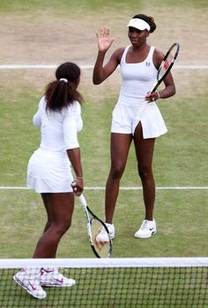 Watch Venus and Serena Williams play doubles Tennis Skirts, Tennis Clothes, West Palm Beach, Wimbledon 2012, Venus And Serena Williams, Professional Tennis Players, Cute Skirts, Dark Beauty, Athletic Women