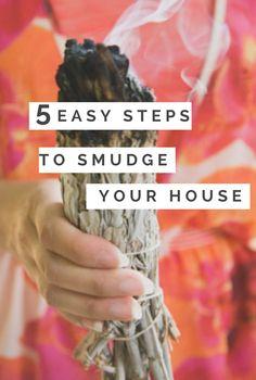 Smudging your house in 5 easy steps - tips on how to smudge Smudging Prayer, Sage Smudging, Sage House Cleansing, Spiritual Cleansing, Energy Cleansing, Burning Sage, House Blessing, Boho Stil, Smudge Sticks