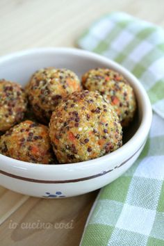 Quinoa and carrot balls I cook like this Quinoa and carrot balls I cook like this You can find Quinoa and more on our website.Quinoa and carrot bal. Veg Recipes, Light Recipes, Vegetarian Recipes, Cooking Recipes, Healthy Recipes, Couscous Quinoa, Tortillas Veganas, Veg Dishes, Creative Food