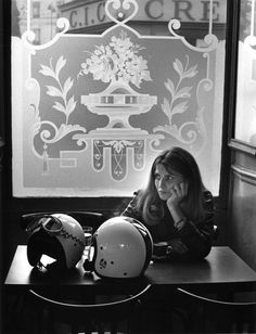 "The flower of ""The café"" _Fleurs de bistrot, Paris Doisneau. Henri Cartier Bresson, Robert Doisneau, Old Photos, Vintage Photos, Famous Photos, Harley Davidson, Brassai, Man Ray, French Photographers"