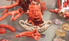 """#Alghero e le sue torri --> ospitato nella bellissima villa #Costantino, il """"Museo del #Corallo di Alghero"""" mette in mostra il prezioso oro rosso che nelle sue acque viene pescato e lavorato per farne gioielli ed ornamenti fin dai tempi dell'antica Roma --> http://www.allyoucanitaly.it/blog/Alghero-e-le-sue-torri cc @Visit Sardinia"""