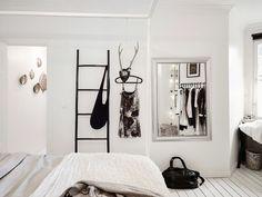 Black, white and concrete - via cocolapinedesign.com