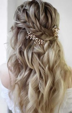 Looking for effortless chic hairstyle? Half up half down hairstyle will never go out of style. If you wed in rustic theme half up... Bridal Hairstyles With Braids, Wedding Hairstyles Half Up Half Down, Chic Hairstyles, Wedding Hairstyles For Long Hair, Bride Hairstyles, Bridal Half Up Half Down, Beautiful Hairstyles, Braided Half Up Half Down Hair, Rustic Wedding Hairstyles
