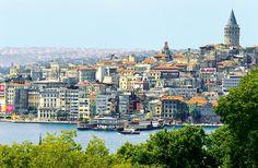 Istanbulissa lomaillaan kahden maailman kynnyksellä. Matka Istanbuliin on sukellus kaupunkiin, joka on osaksi Aasiaa, osaksi Eurooppaa, ja jota ovat hallinneet sekä kristityt että muslimit. Istanbulin sielu on ikivanha, mutta sen sydän sykkii nykyajan rytmiin. #Turkki #matkailu #kaupunkiloma #Istanbul #aurinkomatkat