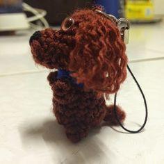 Mini Puppy Key-Chain - Free Amigurumi Pattern here: http://drunkwithcaffeine.blogspot.com.es/2014/12/mini-puppy-key-chain-pattern.html