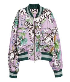 Purple/tigers. Lightly padded, quilted bomber jacket in woven fabric with a printed pattern. Ribbed stand-up collar, zip at front, chest pockets with flap,