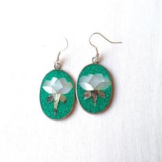 These vintage crushed turquoise and lotus earrings are in the shop! Use code SPRINGCLEANING and save 10% off$15!  #etsy #vintage #shopsmall #etsyshop #earrings #handmade #lotus #shell #abalone #flowers #floral #mexico #prep #boho #shoplocal #smallbusiness by peachandtweed
