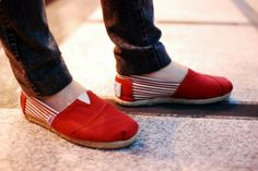 TOMS discount site. Some less than $20 OMG! Holy cow, Im gonna love this site! How cute are these TOMS shoes  them!
