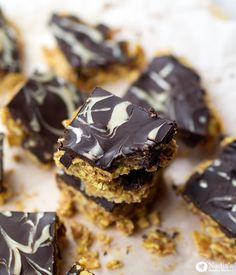 Chocolate Covered Cornflake Squares (Vegan & Gluten-free) Sometimes, all I want is something crunchy to munch on, and a soft baked treat doesn't always cut it. I've been meaning to create a crunchy cereal/cornflake bar…