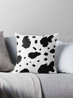 Einfaches Kuh Flecken Muster. • Entdecke einzigartige Designs und Motive von unabhängigen Künstlern. Vintage T-shirts, Designs, Throw Pillows, Cover, Cow Pattern, Framed Art Prints, Laptop Tote, Iphone Case Covers, Cinch Bag
