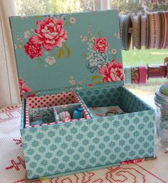 Sewing or jewellery box x x x x cm) with lift out tray Cardboard Crafts, Paper Crafts, Fabric Covered Boxes, Wooden Cigar Boxes, Fabric Storage, Paper Storage, Altered Boxes, Sewing Box, Diy Box