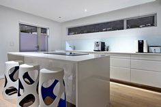 Houghton Penthouse - Breakfast Bar and kitchen - Nox Rentals