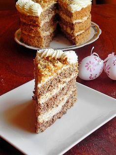Cake with caramelized walnuts and mascarpone cream Gourmet Cakes, Food Cakes, Cupcake Cakes, Cupcakes, Lebanese Desserts, Romanian Desserts, Romanian Food, Sweet Recipes, Cake Recipes