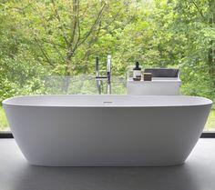Eine Freistehende Badewanne Ist Zweifelsohne Ein Luxuriöses Non Plus Ultra  In Einem Badezimmer Mit