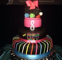 Roller skate cake #thegreenepig #rollerskatecake www.thegreenepigsweets.com