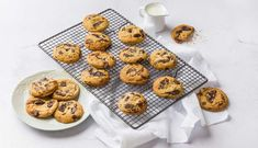 Chewy in the middle, crunchy on the outside and bursting with chunks of dark chocolate, these truly are the best choc chip cookies ever. Best Choc Chip Cookies, Chocolate Chip Biscuits, Chocolate Peanut Butter Cookies, Sugar Cookies Recipe, Gluten Free Cookies, Cookie Recipes, Vanilla Recipes, Sweet Recipes, Truffle Recipe