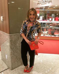 Fui toda de @carmensteffens para o evento da #Cartier para a @lojasaliancadeouro. O lenço do pescoço é da mesma estampa da blusa. Perfeito! ❤️#naoéversaceécarmensteffens #andreafialho #carmensteffens #estiloandreafialho #iloveprints #estiloiguatemi