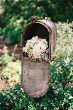 wedding mailbox, this would be so perfect for cards. http://www.weddingchicks.com/2013/08/28/old-spanish-wedding-ideas/