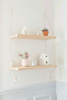 DIY Pretty Hanging Shelves - Home Decor ideas are pretty cheap when you DIY. I am glad that I could find these DIY Home Decor Ideas and pinning for future reference. Every girl should know these Home Decor DIY ideas. Diy Hanging Shelves, Floating Shelves Diy, Suspended Shelves, Wall Shelves, Hanging Bookshelves, Floating Wall, Hanging Storage, Book Shelves, Bathroom Shelves