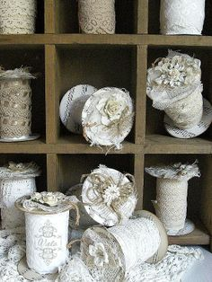 Shabby Chic Inspired: lovely lace storage from toilet paper rolls Shabby Vintage, Vintage Crafts, Vintage Sewing, Vintage Lace, Spool Crafts, Sewing Crafts, Toilet Paper Roll Crafts, Paper Crafts, Diy And Crafts