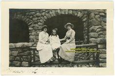 1916 Photo New York NY Bear Mountain Inn Women & Young Girl Sitting on Railing