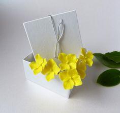 Yellow flower hair pins ( set of 6 ) Hydrangea, Wedding hair accessories, Lemon Yellow hair flowers, Bride flower pins, Hair pins, Hydrangea