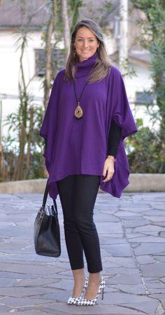 Look do dia - look de trabalho - ootd - outfit for work - look de inverno - look de frio - fall outfit - winter outfit - scarpin - poncho - poncho roxo - purple   - black - calça social - calça de alfaiataria