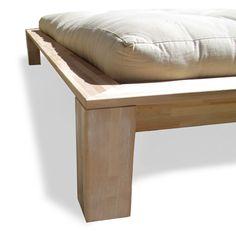 Dettaglio piedi in legno letto Dolly di Cinius