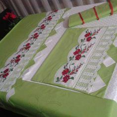 #çeyiz #pike#dantel #piko#yastık #çarşaf #nervür #embroidery #bedspread #pillow #bedlinen#pikoborder#ornament #handmade İyi akşamlar  kanaviçe pike takımımız  bitti güle güle kullansınlar