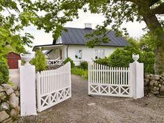 Farm Gate, Farm Fence, Fence Gate, Front Gates, Entrance Gates, House Entrance, Brick Ranch Houses, Balustrades, Driveway Entrance