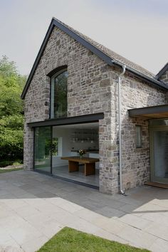 Veddw farm, monmouthshire modern houses by hall + bednarczyk.-Veddw farm, monmouthshire modern houses by hall + bednarczyk architects modern Modern Barn House, Modern House Design, Modern Cottage, Cottage Extension, Barn Renovation, Modern Farmhouse Exterior, Victorian Farmhouse, Country Farmhouse, Stone Houses