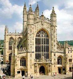Catedral de Bath en Reino Unido. Tambien conocida como la Abadia de Bath. Fundada en el siglo VII, reorganizada en el siglo X y reconstruida en los siglos XII y XVI, es uno de los mayores ejemplos de Gótico perpendicular del sudoeste de Inglaterra. Se trata de una iglesia de planta cruciforme, con capacidad para aproximadamente 1.200 personas.