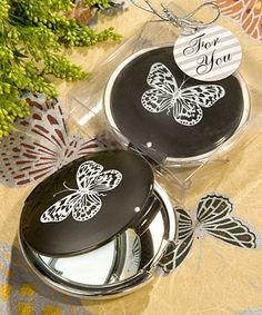 Butterfly compact mirrors as your party favors for your guests.